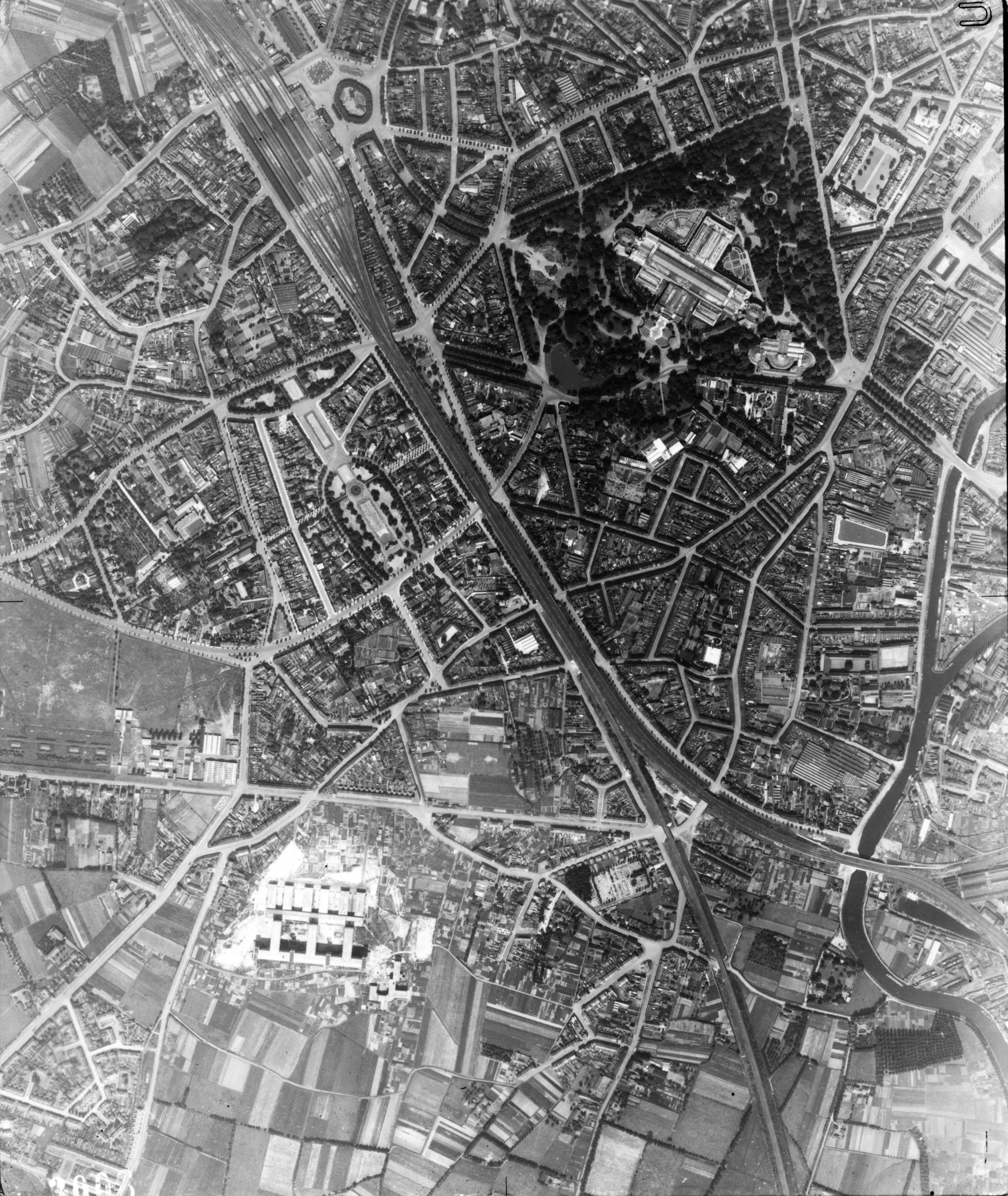 USAAAF 7PG22FS aerial recon photo to Ghent Belgium July 19 1944 01