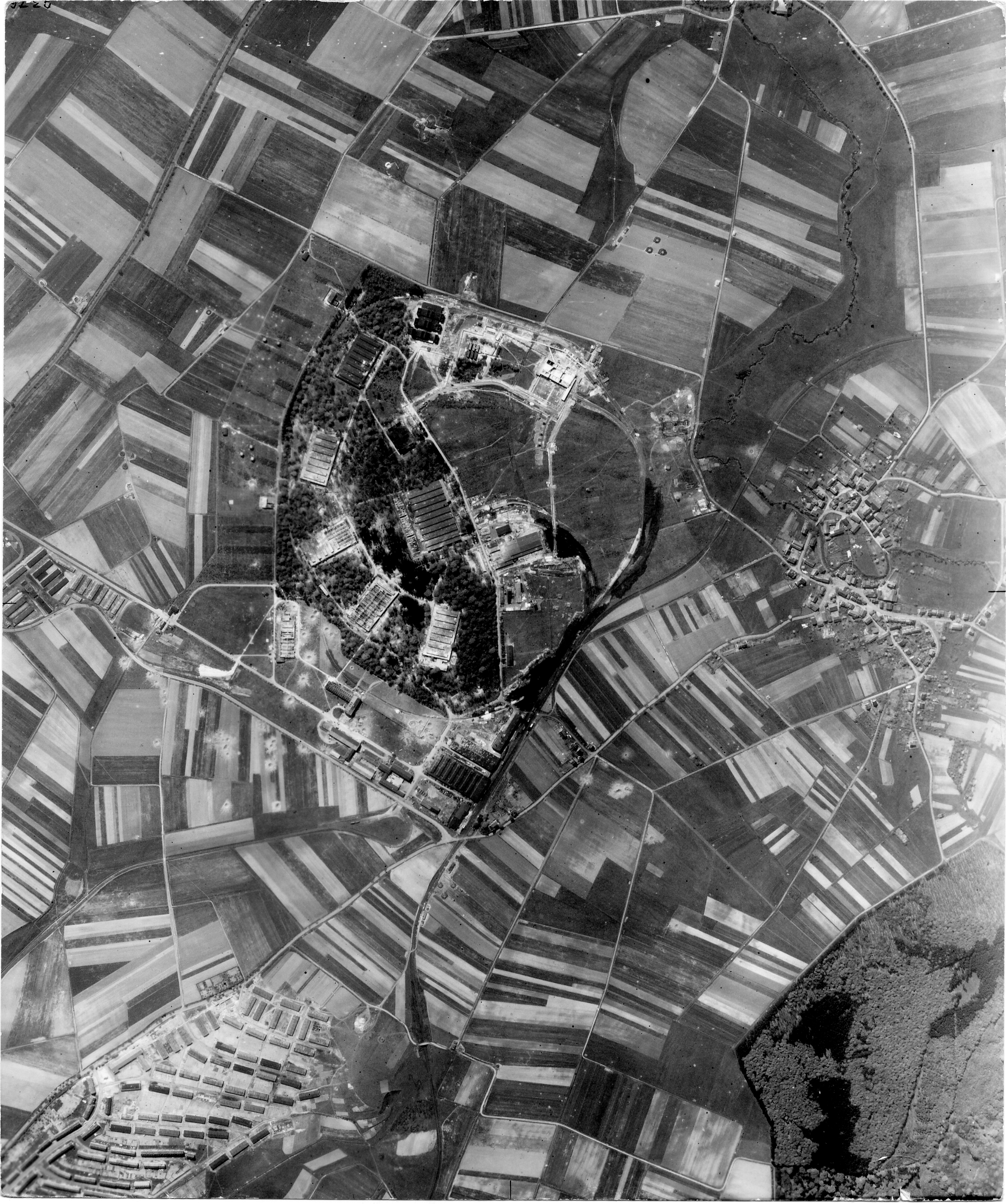 USAAAF 7PG22FS aerial recon photo to Kassel Germany 1944 01