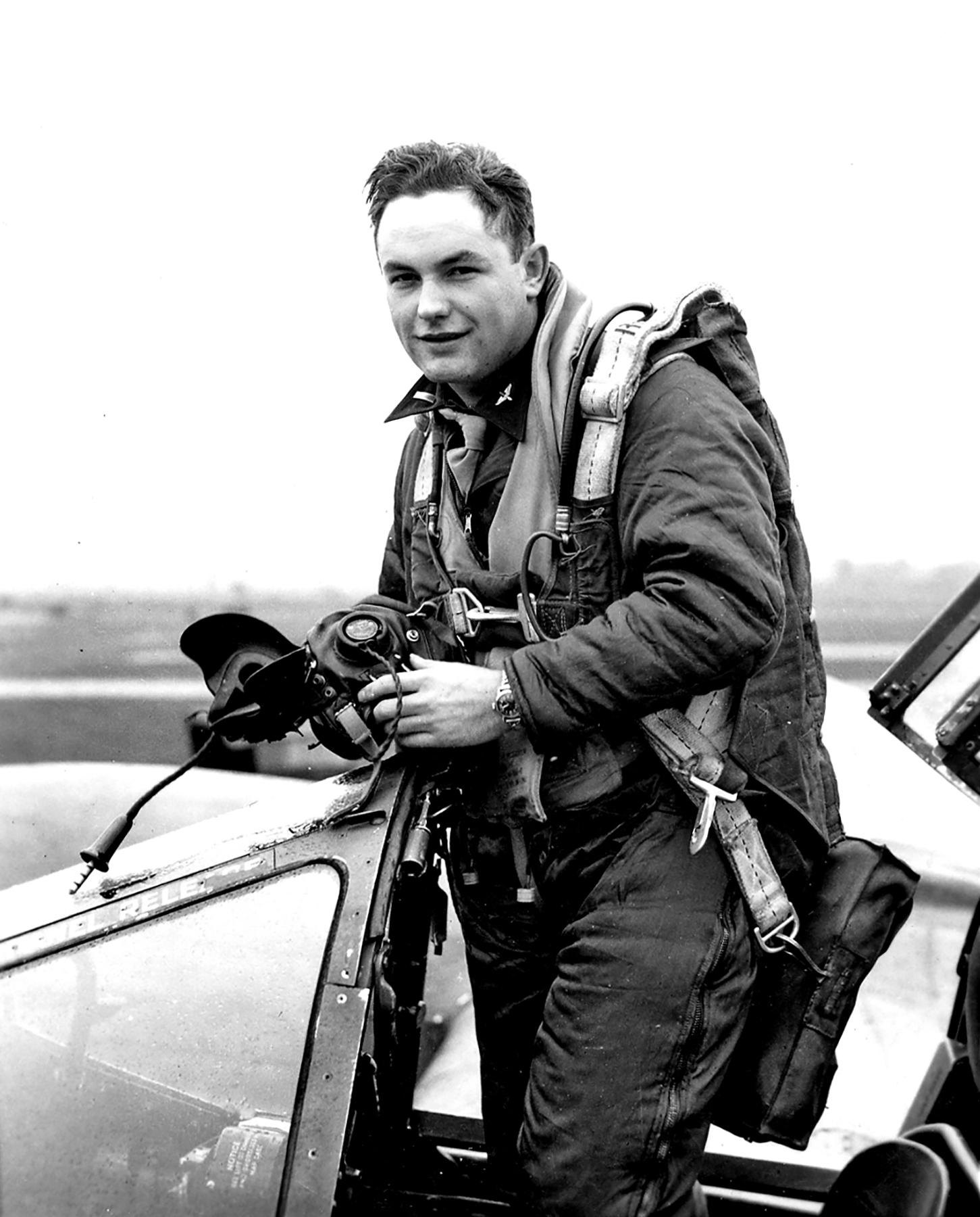 Aircrew USAAF 7PRG pilot Lt Glenn E Miller 22nd Squadron 7th PRG 01