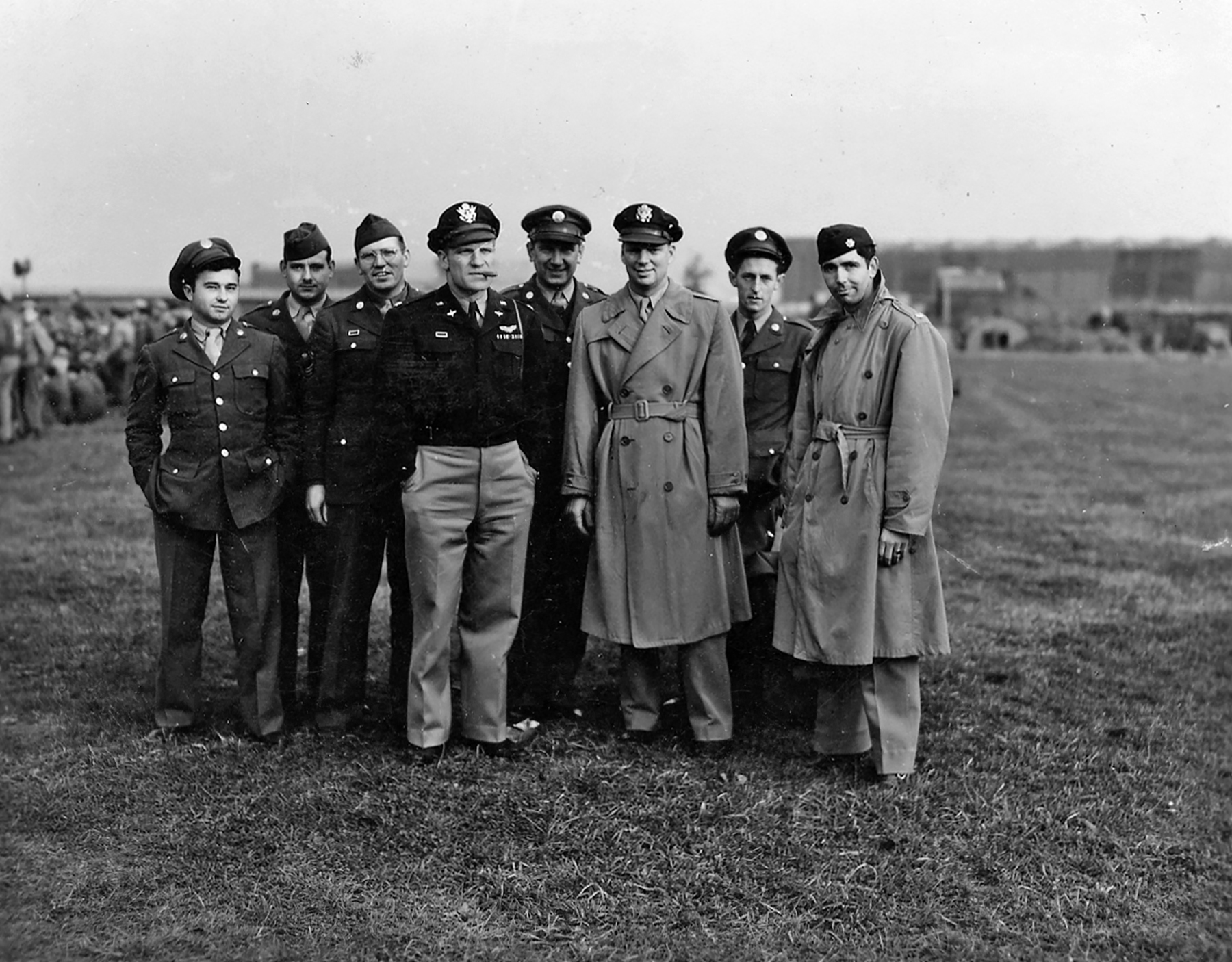Aircrew USAAF 7PRG pilots group photo Mount Farm 7th Photo Group 01