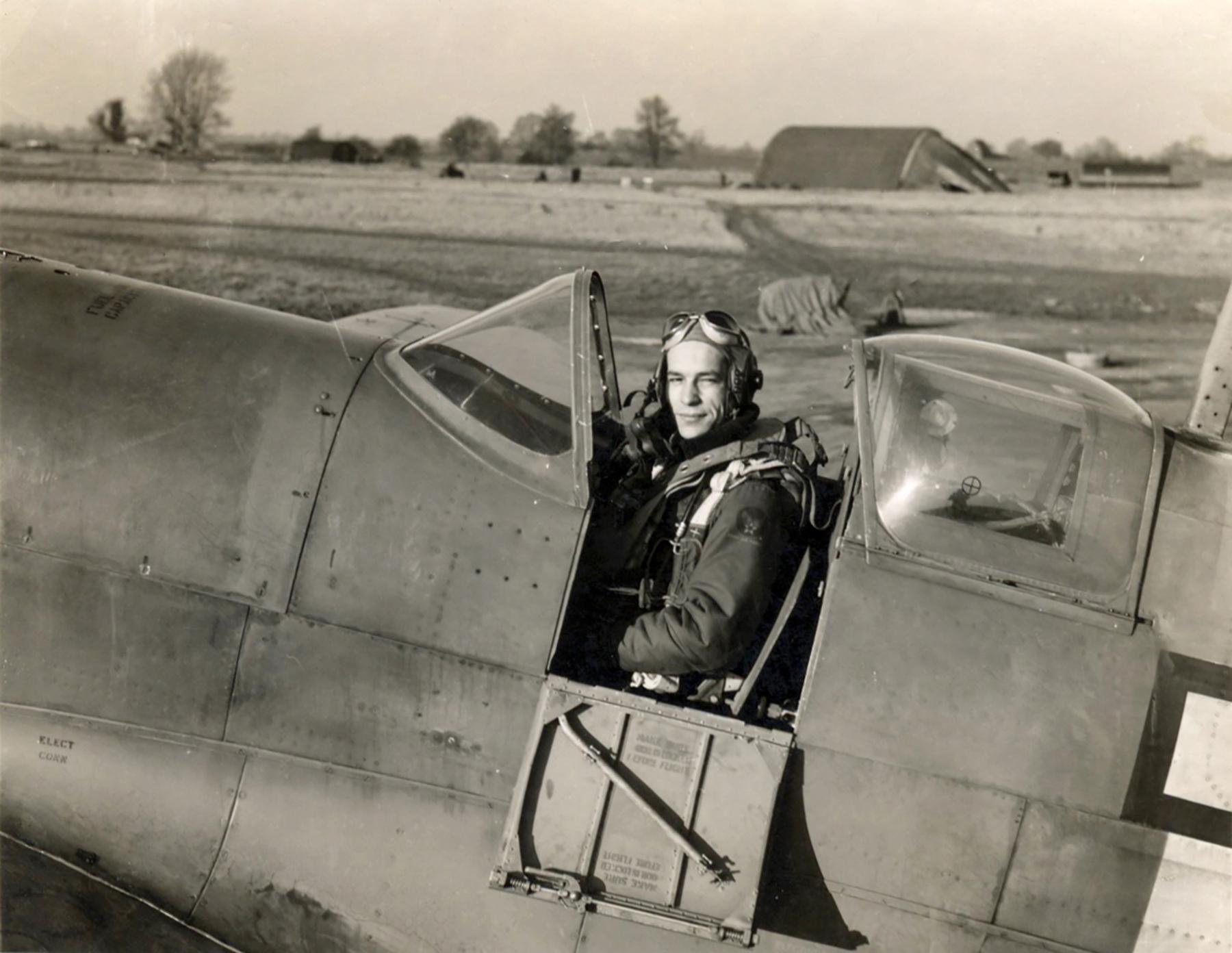 Spitfire PRIX USAAF 7PRG14PS Arthur Leatherwood Mount Farm Oxfordshire 01