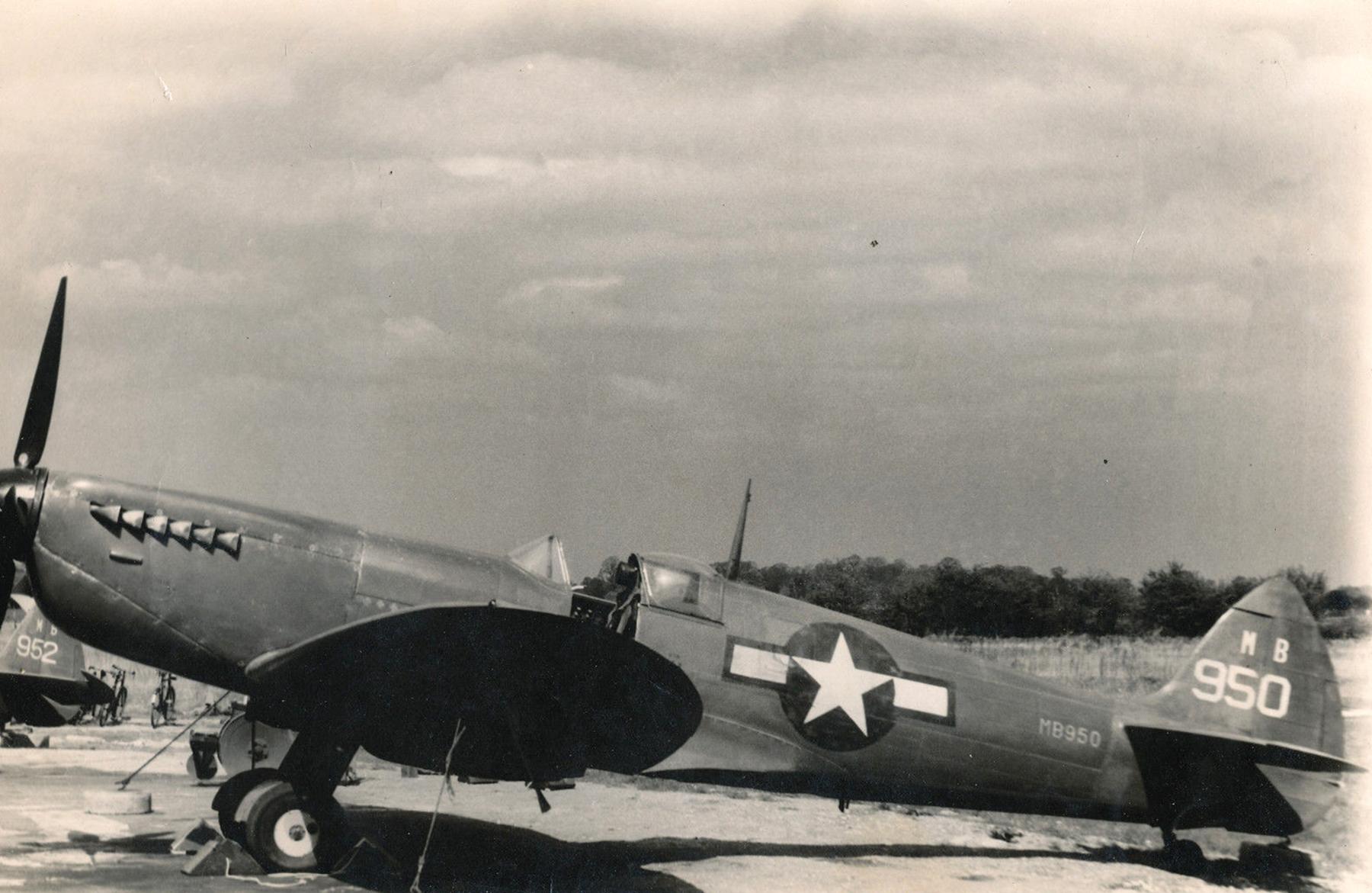 Spitfire PRXIT USAAF 7PG14PS MB950 Mount Farm England 1943 04