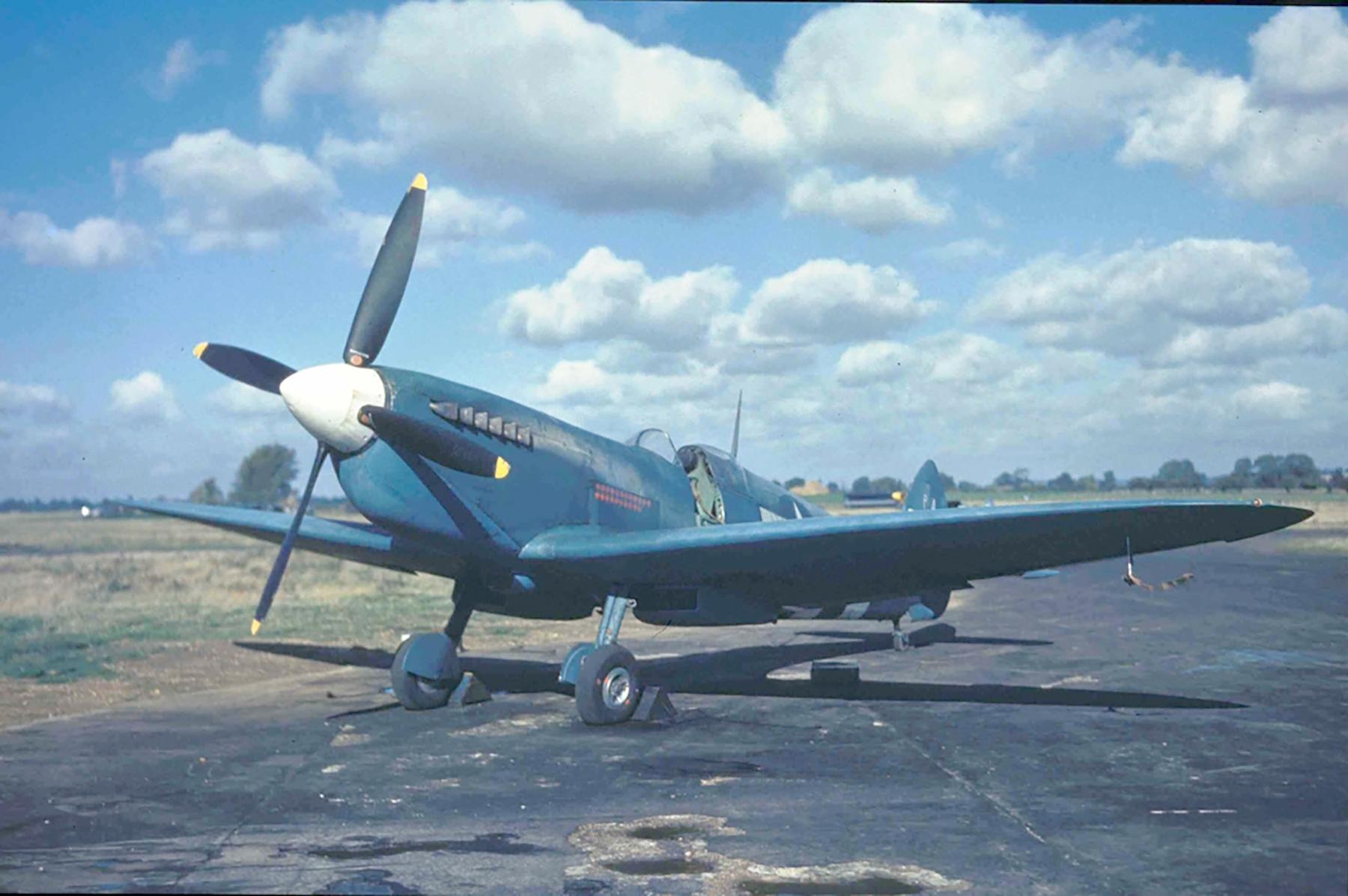 Spitfire PRXIT USAAF 7PG14PS PA944 Mount Farm England 1943 01