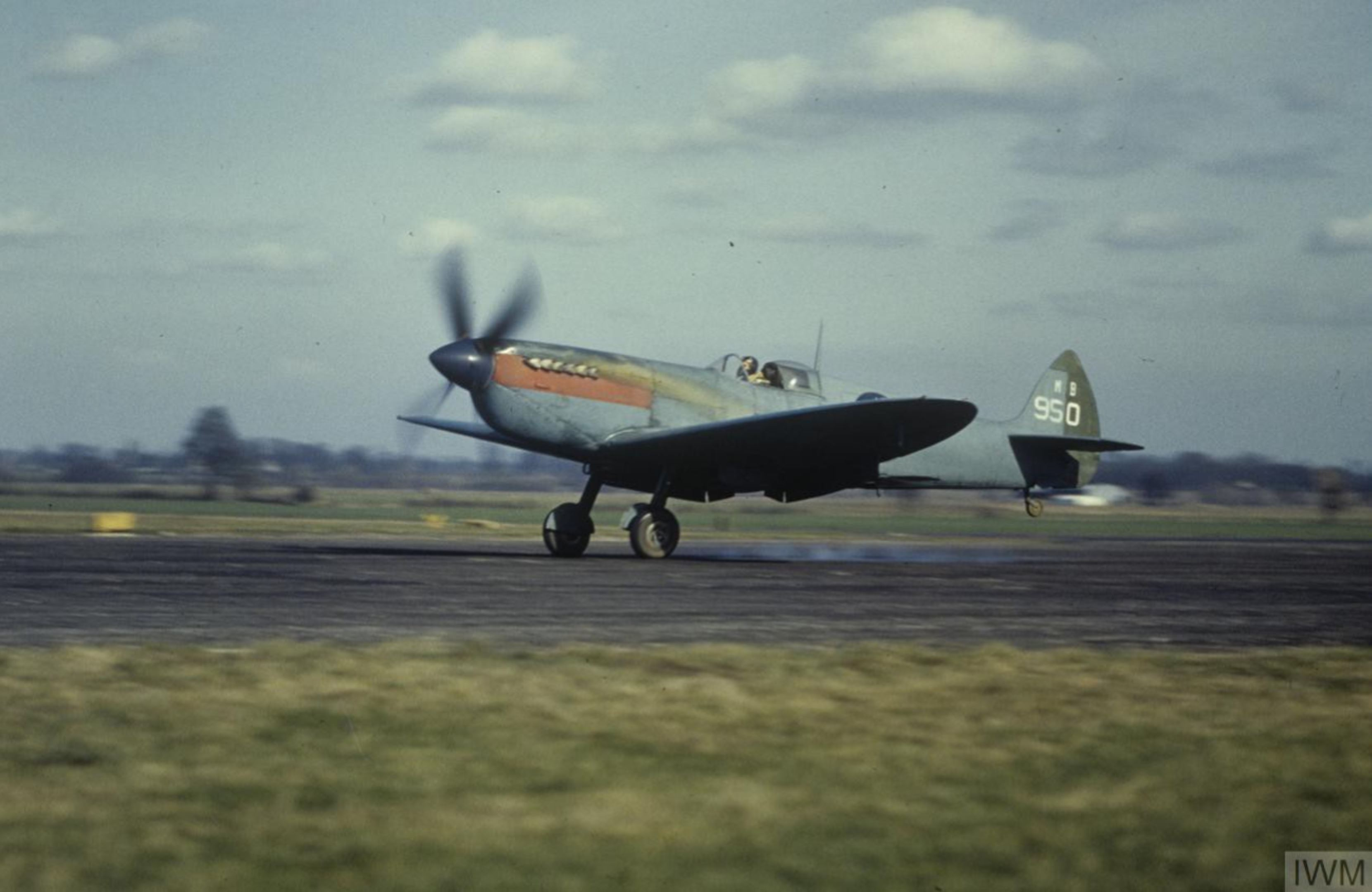Spitfire PRXIT USAAF 7PG7PS Upstairs Maid MB950 landing Mount Farm 1944 IWM FRE5381