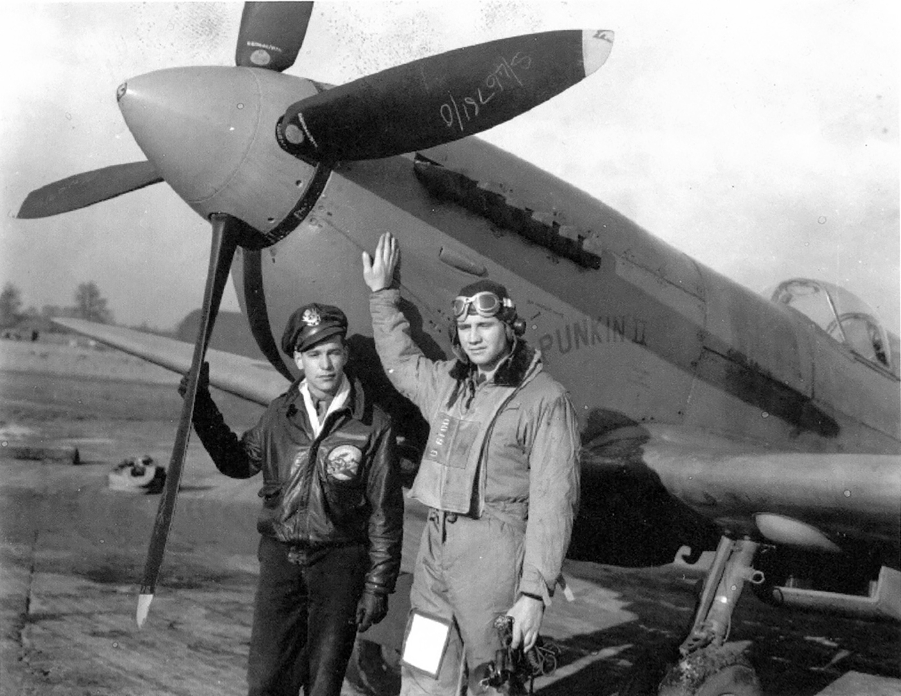Spitfire PRXIT USAAF 7PRG Punkin II John S Blyth England 1944 01