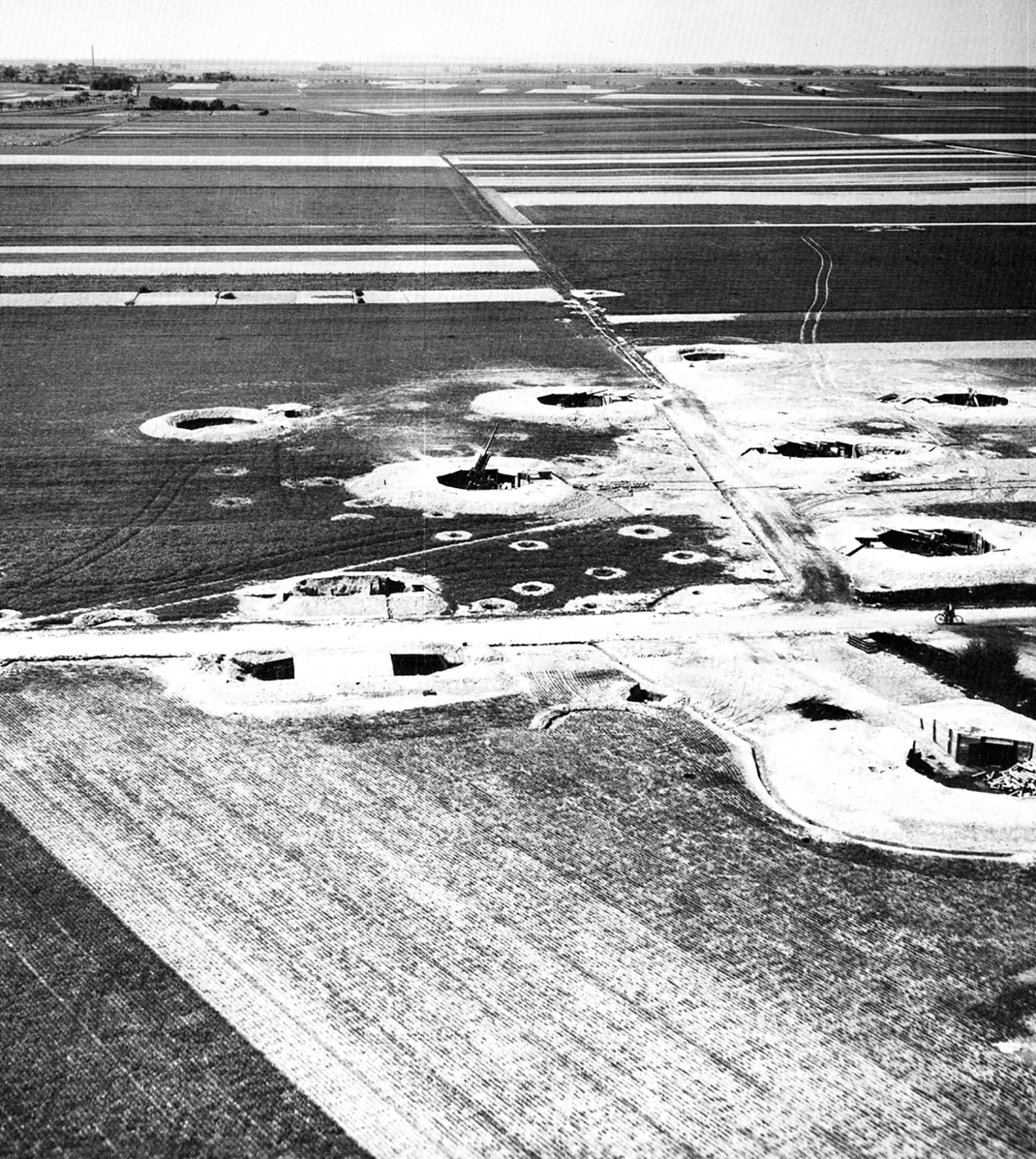 USAAAF 7PG aerial recon photo showing a Heavy Flak Battery 01