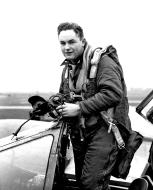Asisbiz Aircrew USAAF 7PRG pilot Lt Glenn E Miller 22nd Squadron 7th PRG 01
