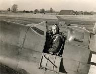 Asisbiz Spitfire PRIX USAAF 7PRG14PS Arthur Leatherwood Mount Farm Oxfordshire 01