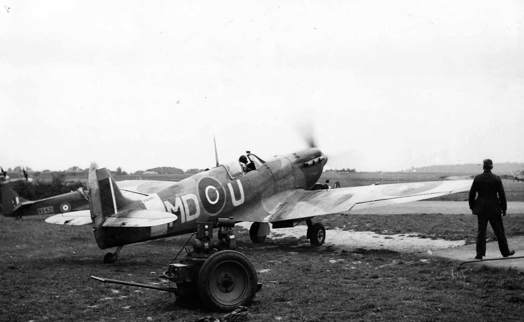 Spitfire MkVb RAF 133Sqn Eagle MDU England 01