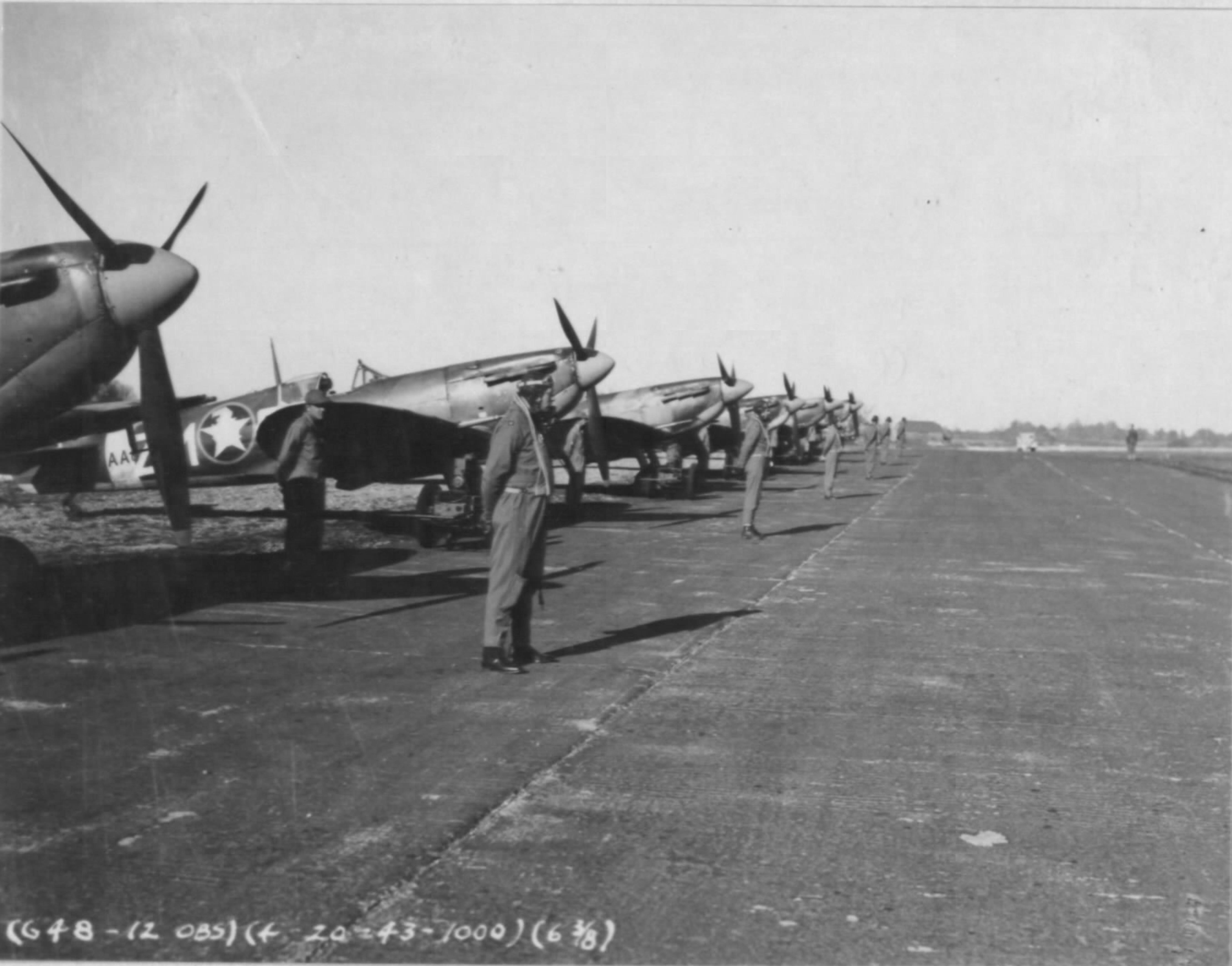 Spitfire MkVb USAAF 67TRG12TRS ZMS during visit General Eaker England Apr 1943 01