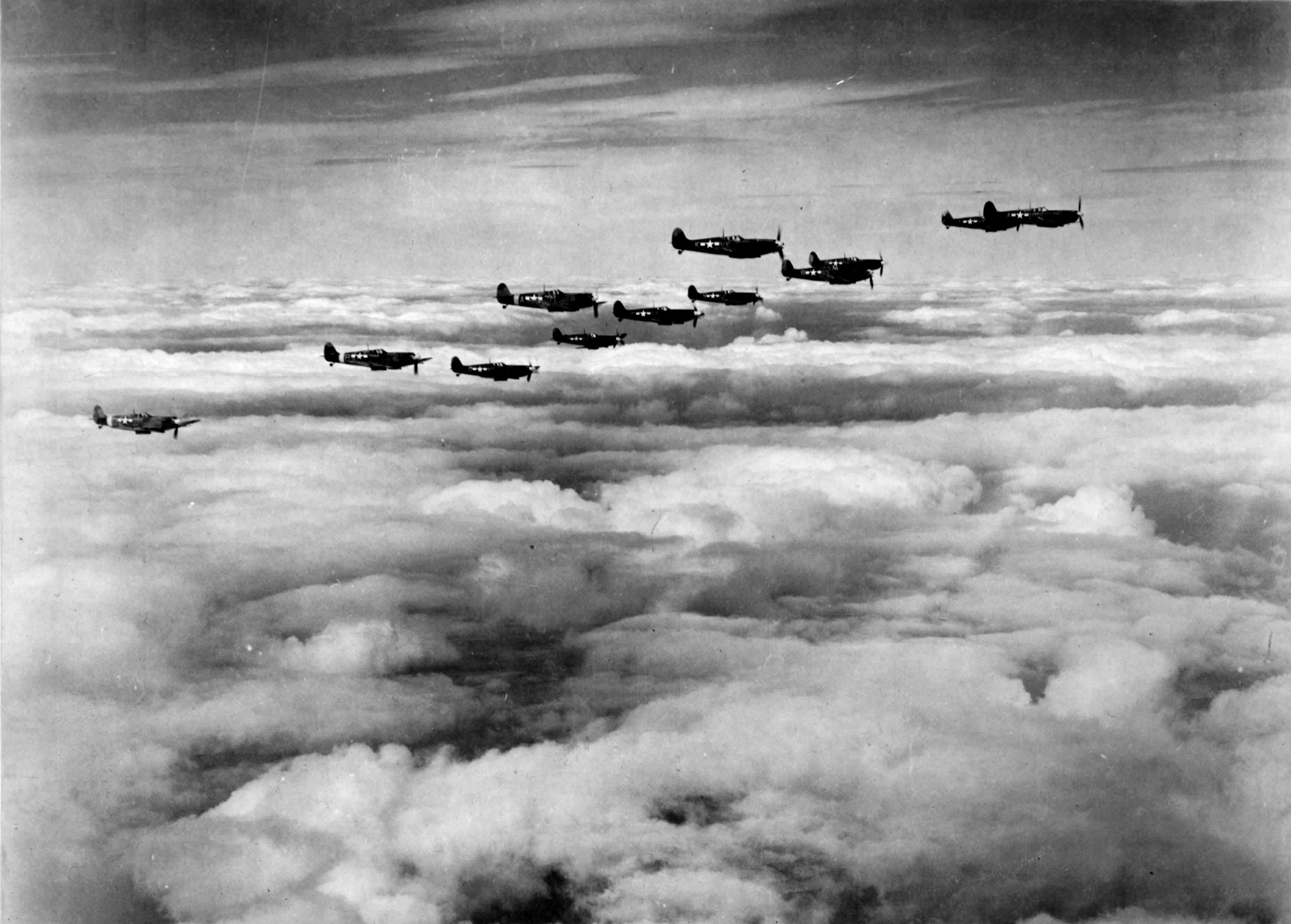 Spitfire MkVb USAAF 67TRG12TRS in formation over England 01