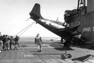 Asisbiz FM 2 Wildcat White M21 from USS Stable during barrier crash 1944 01