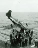 Asisbiz FM 2 Wildcat White M3 from USS Stable during barrier crash May 1945 02