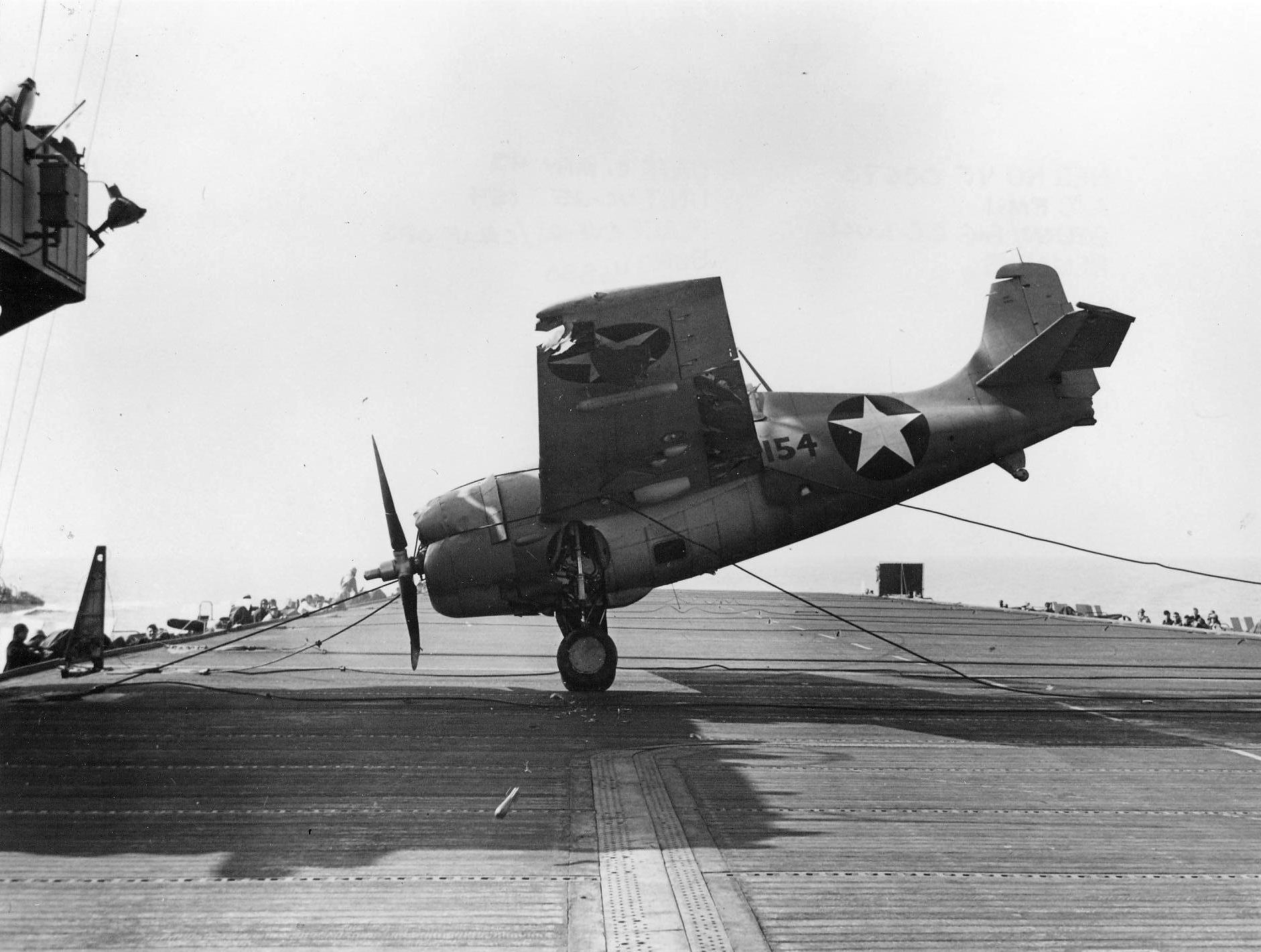 FM 1 Wildcat VC 25 Black 154 landing mishap CVE 21 USS Block Island 1943 01