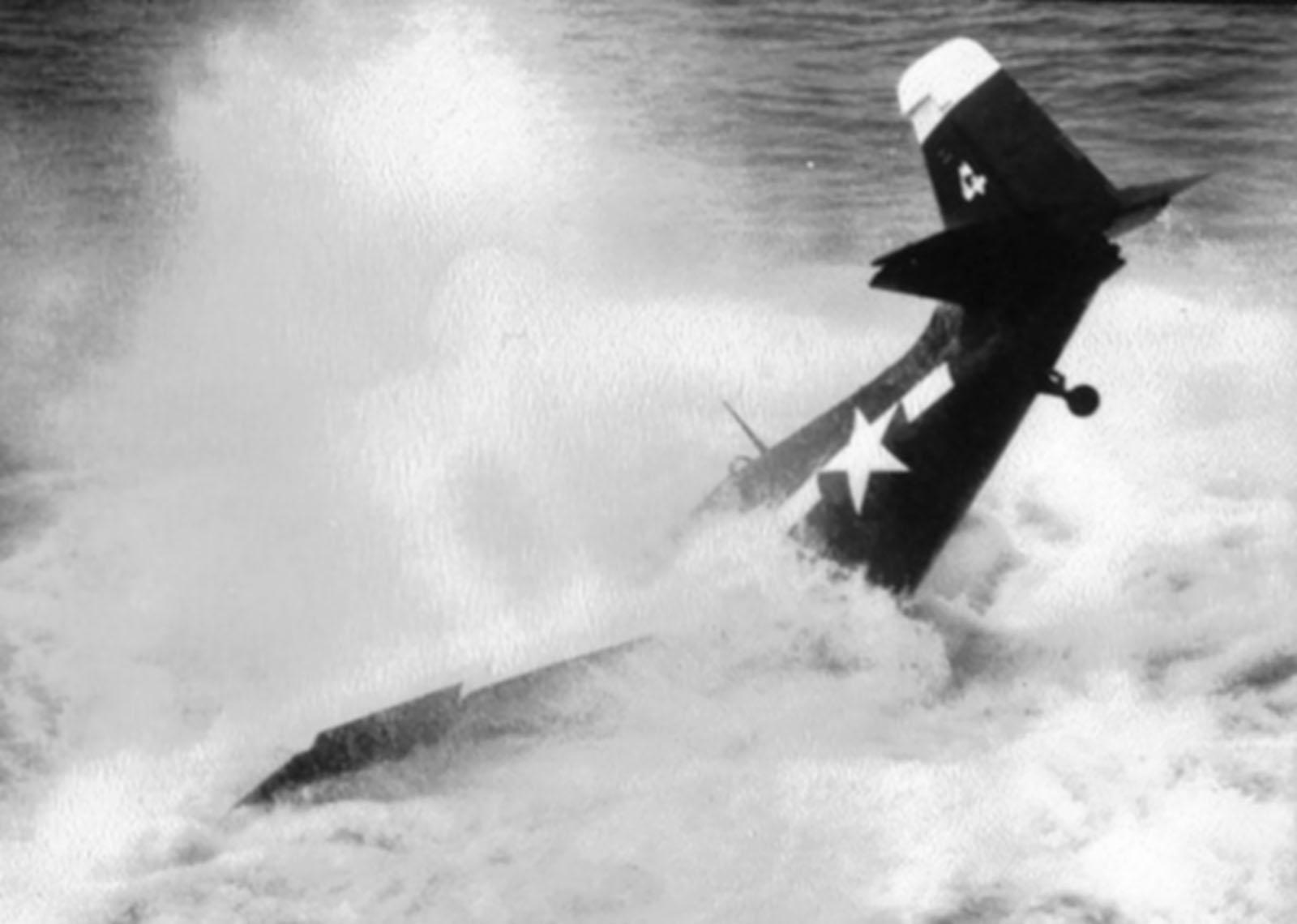 FM 2 Wildcat VC 81 White 4 landing mishap CVE 62 USS Natoma Bay 1944 01