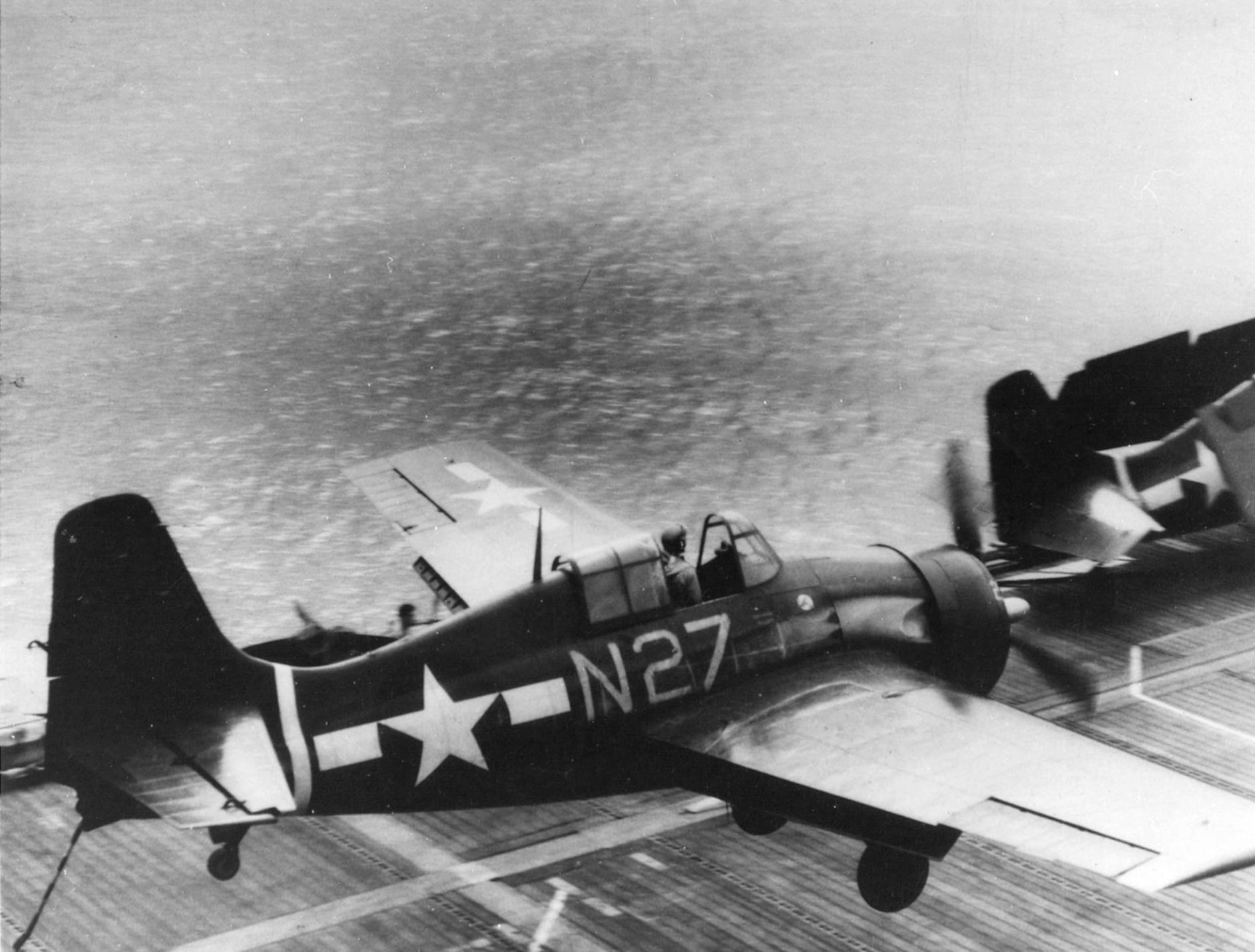 FM 2 Wildcat VC 86 White N27 landing mishap CVE 95 USS Bismarck Sea 1944 01