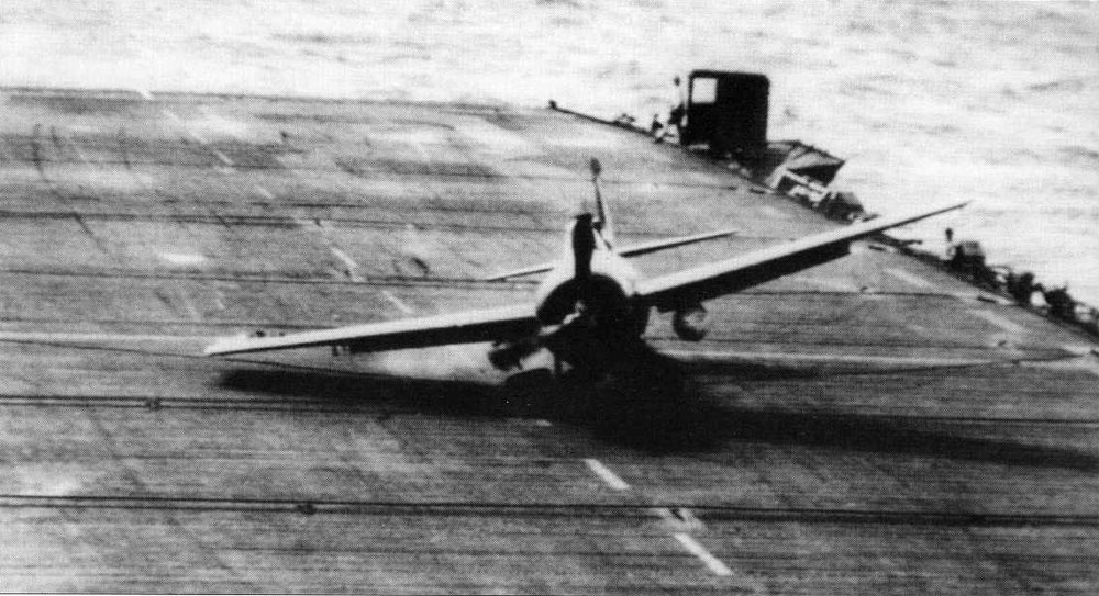 FM 2 Wildcat landing mishap CVE 87 USS Steamer Bay 02