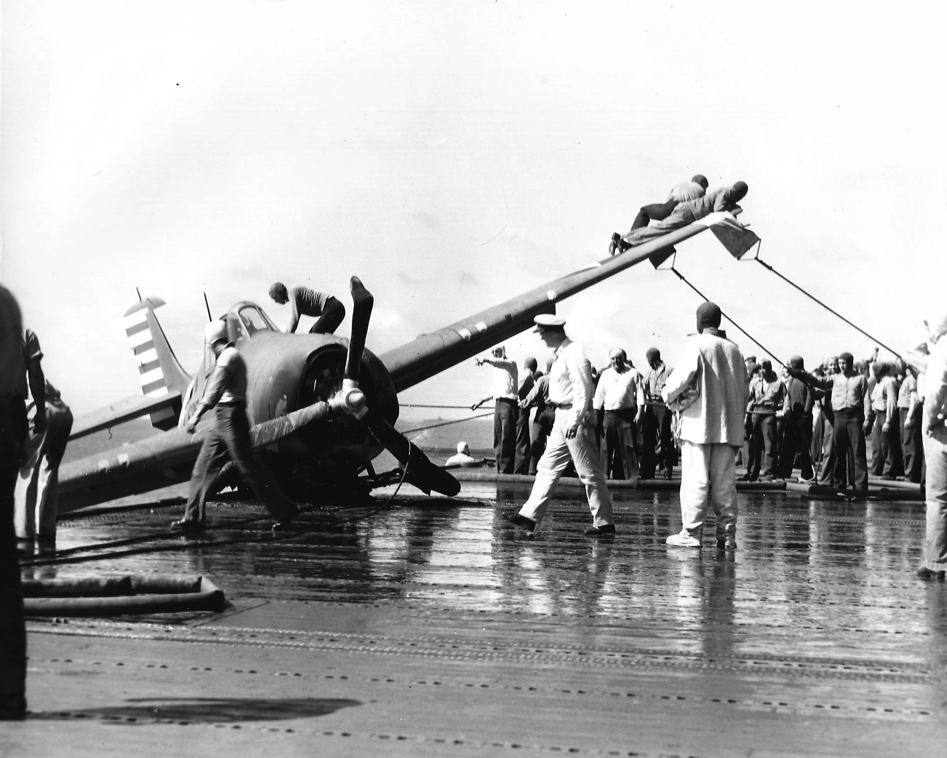Grumman F4F 3 Wildcat landing mishap possibly VF 6 20th Aug 1942 01