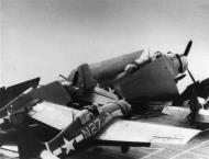 Asisbiz FM 2 Wildcat VC 86 White N27 landing mishap CVE 95 USS Bismarck Sea 1944 02
