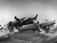 Asisbiz FM 2 Wildcat VC 86 White N27 landing mishap CVE 95 USS Bismarck Sea 1944 03