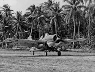 Asisbiz Grumman F4F 4 Wildcat VMF 441 on Nanumea Airfield Ellice Islands 23rd Oct 1943 01