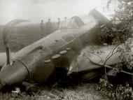Asisbiz Yakovlev Yak 1 562IAP 6IAK no 28 crash site Moscow Aug 1942 02