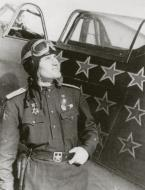 Asisbiz Yakovlev Yak 1B 910IAP White 42 with Capt Nikolai A Kozlov May 1943 02