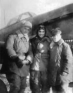 Asisbiz Yakovlev Yak 9R 118OKRAP Abrek Arkadyevich Barsht (c) with his colleagues 1944 01