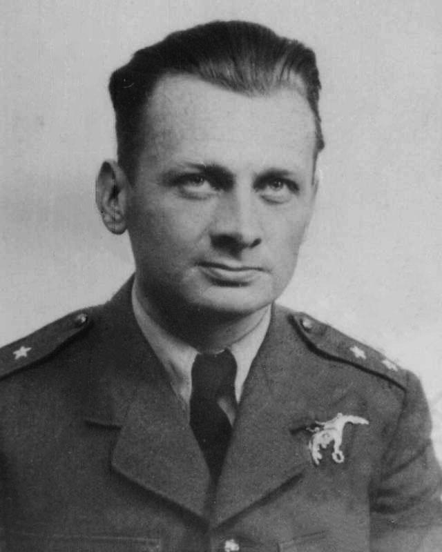 F/O Ludwik Witold Paszkiewicz VM, KW, DFC